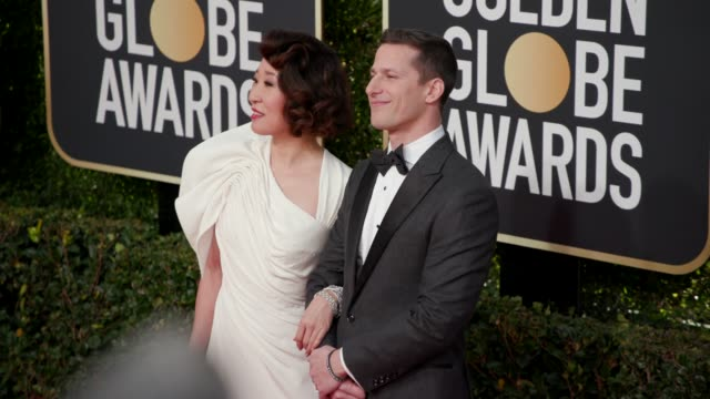 vidéos et rushes de sandra oh and andy samberg at 76th annual golden globe awards arrivals at the beverly hilton hotel on january 06 2019 in beverly hills california 4k... - sandra oh