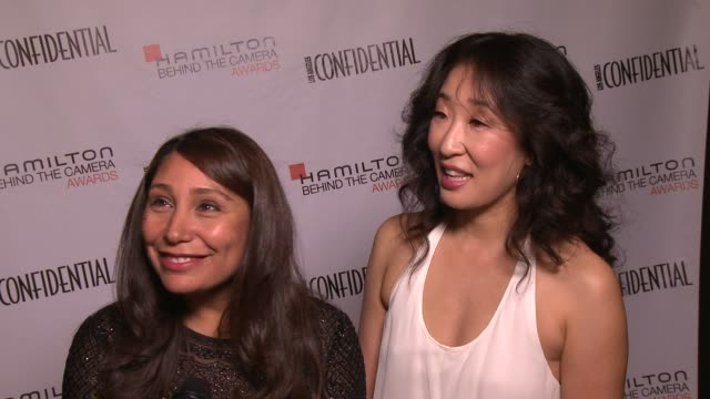 vidéos et rushes de sandra oh and haifaa almansour on international film makers at the 7th annual hamilton behind the camera awards in los angeles ca on 11/10/13 - sandra oh