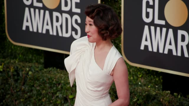 vidéos et rushes de sandra oh at 76th annual golden globe awards arrivals at the beverly hilton hotel on january 06 2019 in beverly hills california 4k footage - sandra oh
