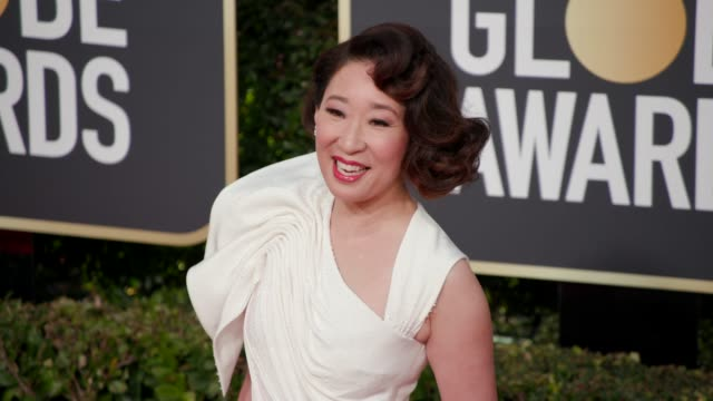 sandra oh at 76th annual golden globe awards arrivals at the beverly hilton hotel on january 06 2019 in beverly hills california 4k footage - golden globe awards stock videos & royalty-free footage