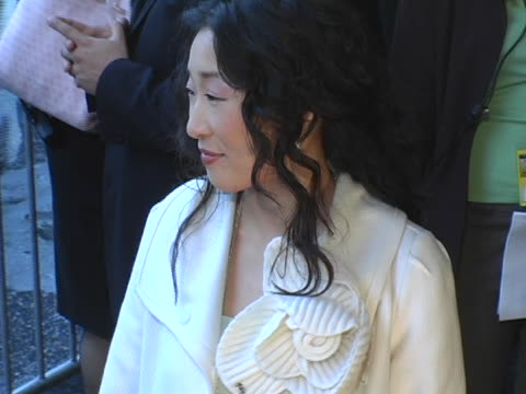 stockvideo's en b-roll-footage met sandra oh at the 10th annual critics choice awards arrivals at wiltern theater in los angeles california - criticus