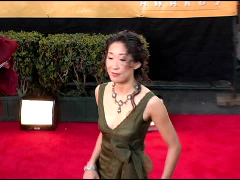 vidéos et rushes de sandra oh at the 2005 screen actors guild sag awards arrivals at the shrine auditorium in los angeles california on february 5 2005 - sandra oh