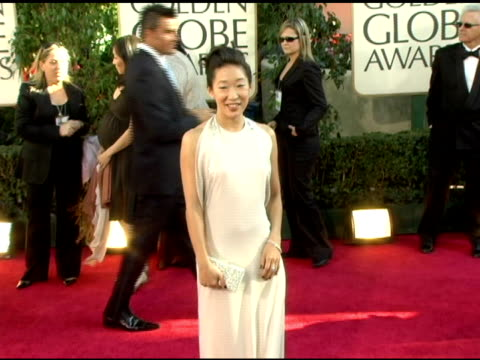 vidéos et rushes de sandra oh at the 2006 golden globe awards arrivals at the beverly hilton in beverly hills california on january 16 2006 - sandra oh