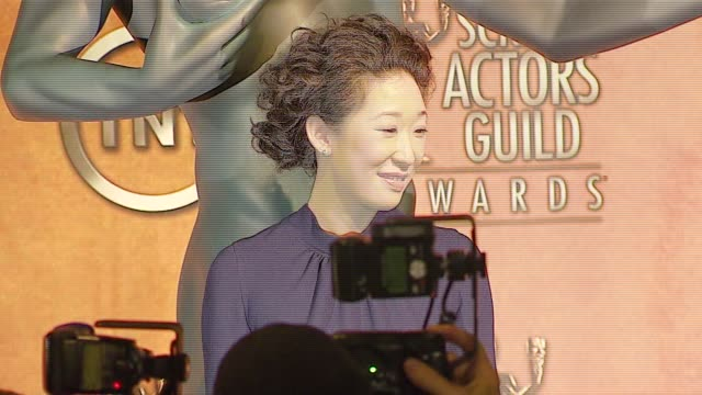 vidéos et rushes de sandra oh at the 2007 screen actors guild sag awards nominations at pacific design center in west hollywood california on january 4 2007 - sandra oh