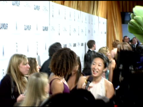 vidéos et rushes de sandra oh at the weinstein company and glamour magazine 2006 golden globes party at trader vic's in beverly hills california on january 16 2006 - sandra oh
