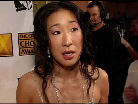 vidéos et rushes de sandra oh on 'sideways'' critical acclaim and on working in the ensemble cast at the 2005 critics' choice awards interviews at the wiltern theater in... - sandra oh