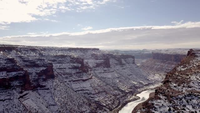 モアブ、ユタ州の近くにコロラド川の砂岩渓谷 - キャニオンランズ国立公園点の映像素材/bロール