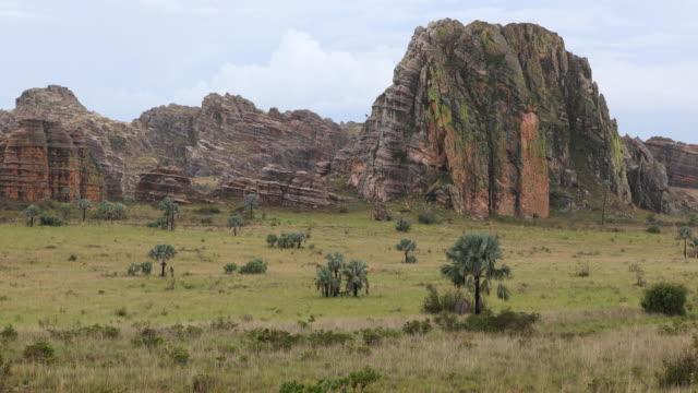 sandstone rock formations in isalo national park, madagascar - マダガスカル点の映像素材/bロール