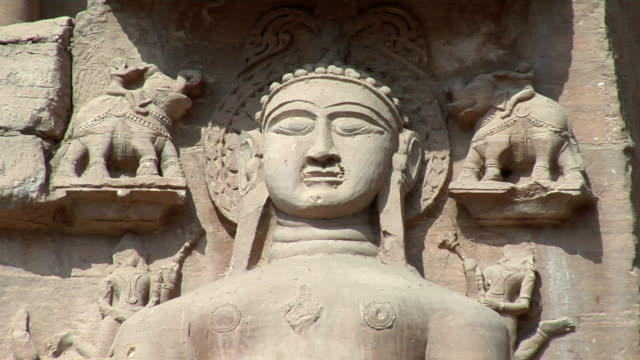 cu, sandstone statue in gwalior fort, gwalior, madhya pradesh, india - sandstone stock videos & royalty-free footage