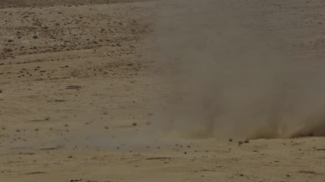 sandstorm  in the desert - sandstorm stock videos & royalty-free footage