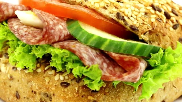 panino al salame - panino ripieno video stock e b–roll