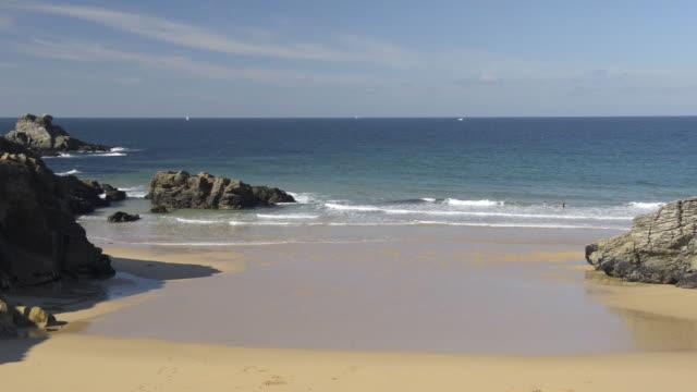 sandy beach at cote sauvage - bretagna video stock e b–roll
