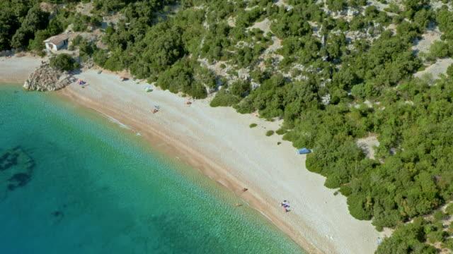 ターコイズ ブルーの海で空中の砂浜 - ツレス点の映像素材/bロール