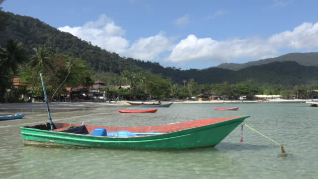 pan / sandy beach with boats - gulf of thailand stock videos & royalty-free footage