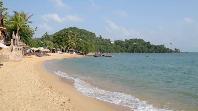 sandy bo phut beach - insel ko samui stock-videos und b-roll-filmmaterial