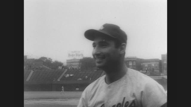 Sandy Koufax lefthanded pitcher for the Los Angeles Dodgers retires due to arthritis in his left elbow / Koufax arrives at press conference / scenes...