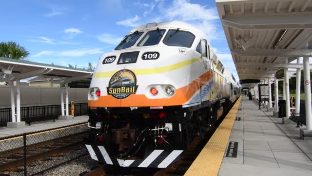 sanford florida sun rail train for florida locals mass transit station moving train, 4k - 禁煙マーク点の映像素材/bロール