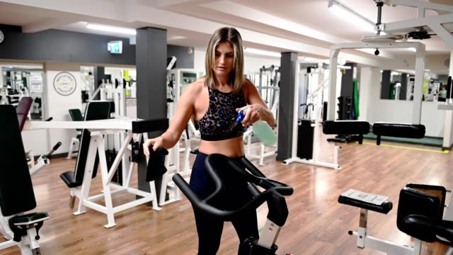 stockvideo's en b-roll-footage met ontsmettingsapparatuur - fitnessapparatuur