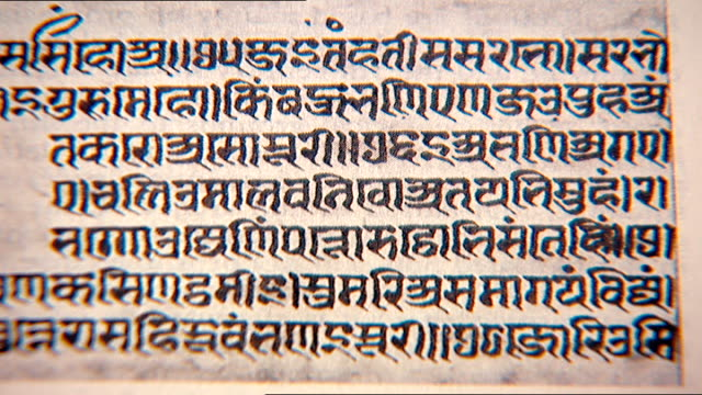 vídeos y material grabado en eventos de stock de sanskrit text. close up on a 15th century document in sanskrit. - pluma tinta
