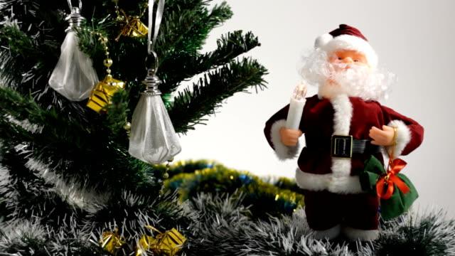 santa and christmas tree - softfokus bildbanksvideor och videomaterial från bakom kulisserna