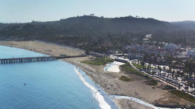 vídeos de stock e filmes b-roll de santa barbara beach - aerial shot from the ocean - santa barbara