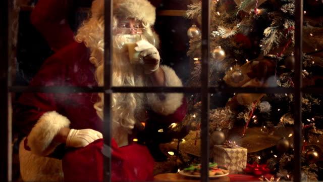 montage santa weihnachts-abend - weihnachtsmann stock-videos und b-roll-filmmaterial