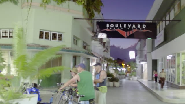 stockvideo's en b-roll-footage met santa clara, cuba: city promenade or boulevard at night - {{relatedsearchurl(carousel.phrase)}}
