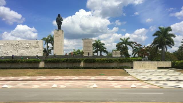 santa clara, cuba: ernesto che guevara memorial, point of view from a tourist bus - che guevara stock videos & royalty-free footage
