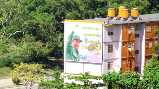 santa clara, cuba: fidel castro photo in a building by a main city street. point of view from the capiro hill - male likeness stock videos & royalty-free footage