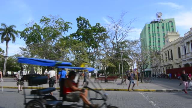 santa clara cuba main square with locals walking and traffic around center of village - スクエア点の映像素材/bロール