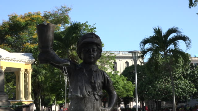 Santa Clara, Cuba: The Boy with the Leaking Boot statue (El nino de la bota)