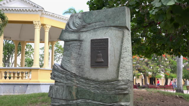santa clara, cuba: zoom out from the historic plaque declaring the leoncio vidal park and surrounding area a national monument - gazebo stock videos and b-roll footage