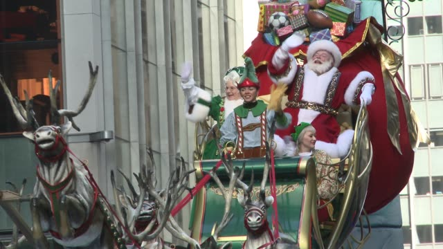 santa claus and his entourage close the 86th annual macy's thanksgiving day parade macy's thanksgiving day parade on november 22, 2012 in new york,... - parade stock videos & royalty-free footage