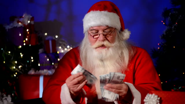 stockvideo's en b-roll-footage met kerstman tellen geld - kerstman