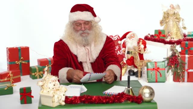 jultomten läsa brev - nordpolen bildbanksvideor och videomaterial från bakom kulisserna