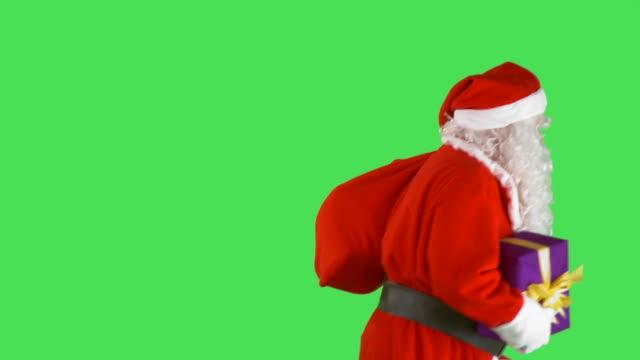 hd: santa claus - moving past bildbanksvideor och videomaterial från bakom kulisserna