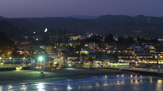 ドローン ショット夜サンタ クルーズ ビーチ - カリフォルニア州サンタクルーズ点の映像素材/bロール