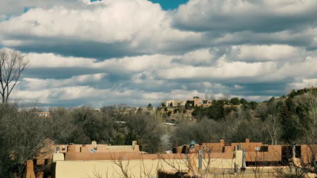 santa fe new mexico canyon road tl - adobe bildbanksvideor och videomaterial från bakom kulisserna