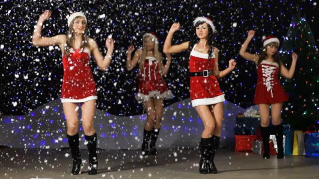 vídeos y material grabado en eventos de stock de santa chica bailando y que muestra el número de 2010 - animadora