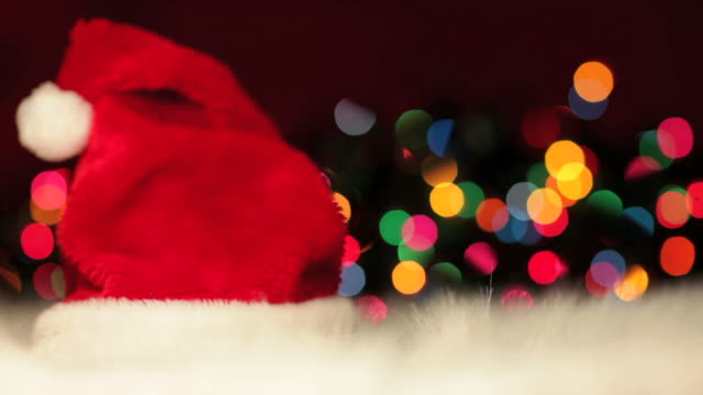 vídeos de stock e filmes b-roll de santa chapéu & intermitente luzes de natal (hd, ntsc - chapéu do pai natal