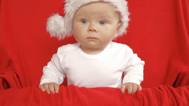vídeos de stock, filmes e b-roll de bebê santa pouco - só bebês