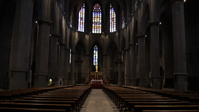 vídeos y material grabado en eventos de stock de santa maria de la seu - vidriera de colores