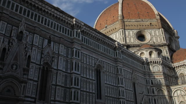 mh tu santa maria del fiore cathedral / florence, italy - tilt up stock videos & royalty-free footage