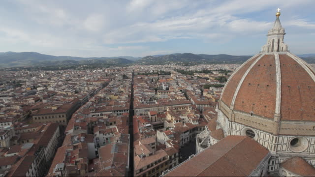 ws ha ld santa maria del fiore dome with cityscape / florence, italy - fiore stock videos & royalty-free footage