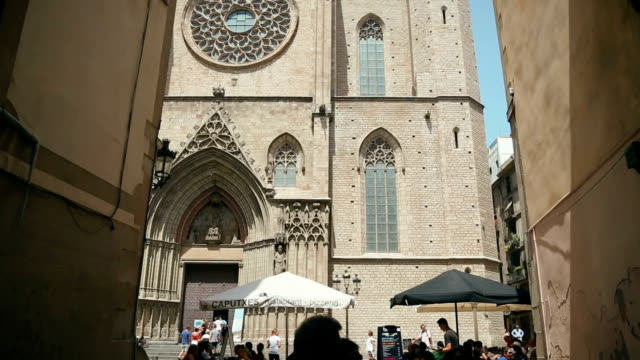 サンタ・マリア・デル・マール教会のバルセロナで - ゴシック地区点の映像素材/bロール