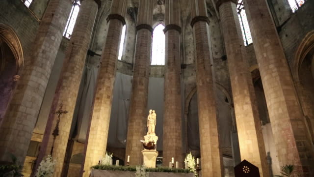 santa maria del mar, the apse with the altar, barcelona, spain. - apse stock videos & royalty-free footage