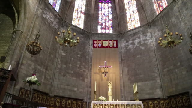 santa maria del pi basilica, interior of the apse and altar, barcelona. - apse stock videos & royalty-free footage