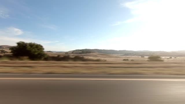 vídeos de stock, filmes e b-roll de santa maria rodovia xvi série sincronizada vista esquerda placa de processo de condução - ponto de vista de carro