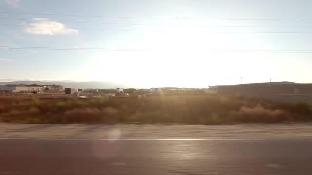 vídeos de stock, filmes e b-roll de santa maria xxix série sincronizada vista esquerda placa de processo de condução - ponto de vista de carro