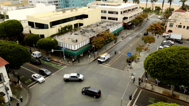santa monica intersection - time lapse - santa monica street stock videos & royalty-free footage